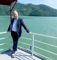 Nhà thơ Nguyễn Lâm Cẩn