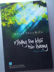 Những làn khói tỏa hương - Đọc tản văn của Huỳnh Thúy Kiều. NLK